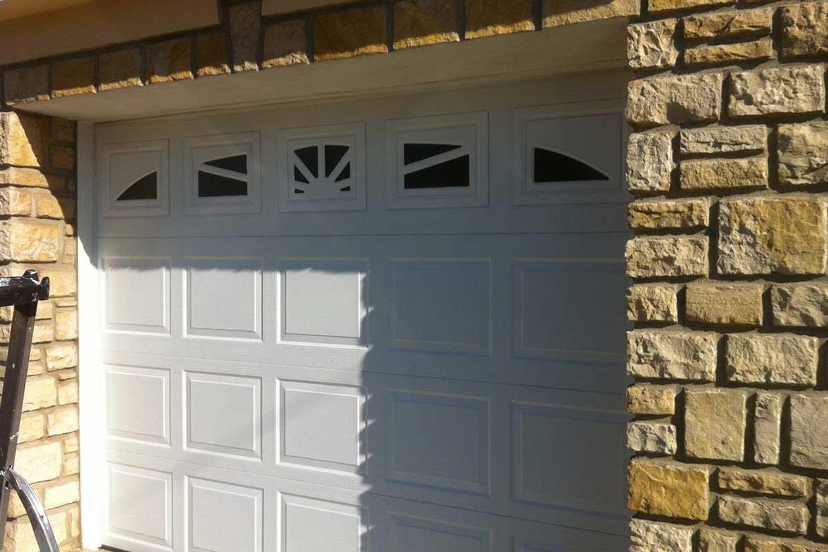 Porte de garage sectionnelle blanche