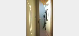 Porte d'entrée vitrée PVC sablée courbes