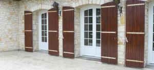Portes-fenêtres PVC volets bois