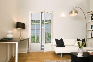 Porte-fenêtre PVC blanc double ouverte