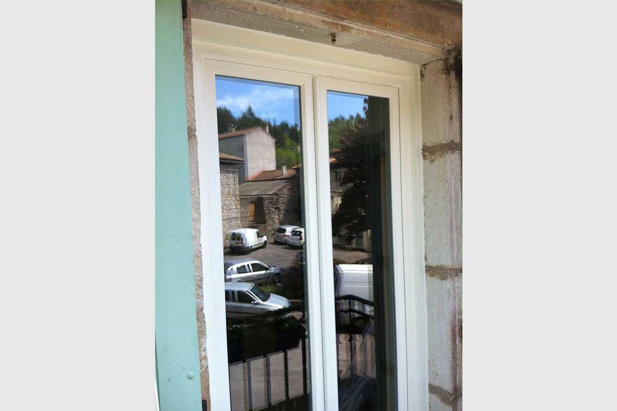 Porte-fenêtre PVC double