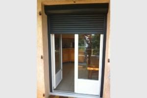 Porte-fenêtre PVC et volet roulant