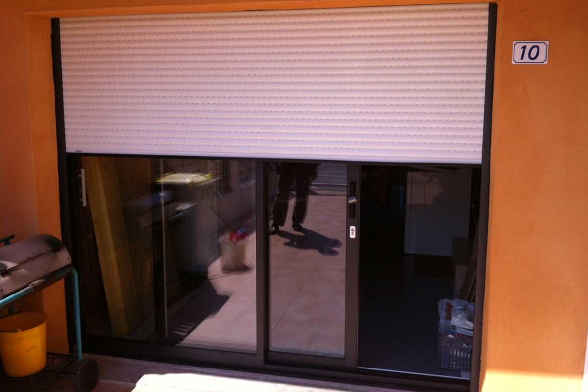 Porte-fenêtre baie coulissante avec volet roulant