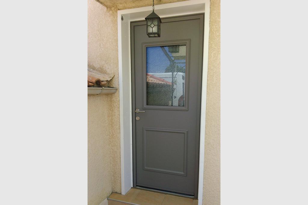 Porte d'entrée en aluminium avec vitrage sécurité opaque