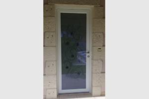 Porte d'entrée PVC avec un vitrage VERRISSIMA