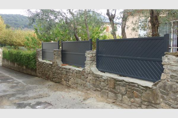 Clôture en aluminium de coloris gris anthracite