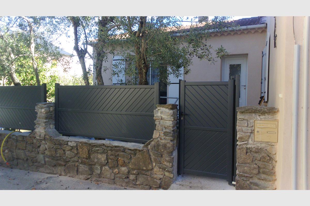 Clôture et portillon aluminium gris anthracite