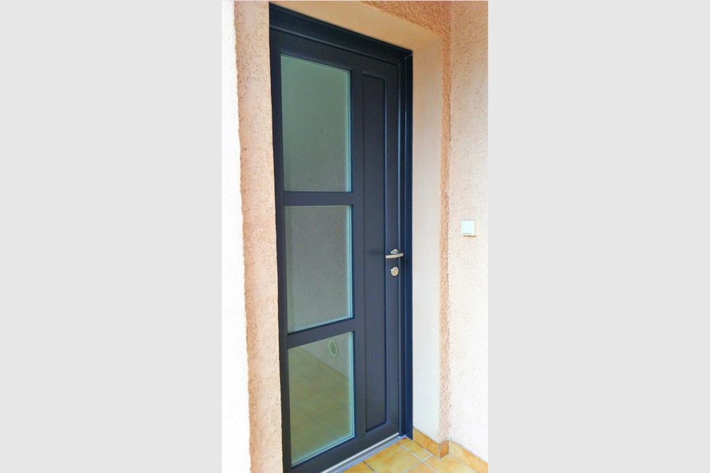 Porte entree PVC bicolore blanche