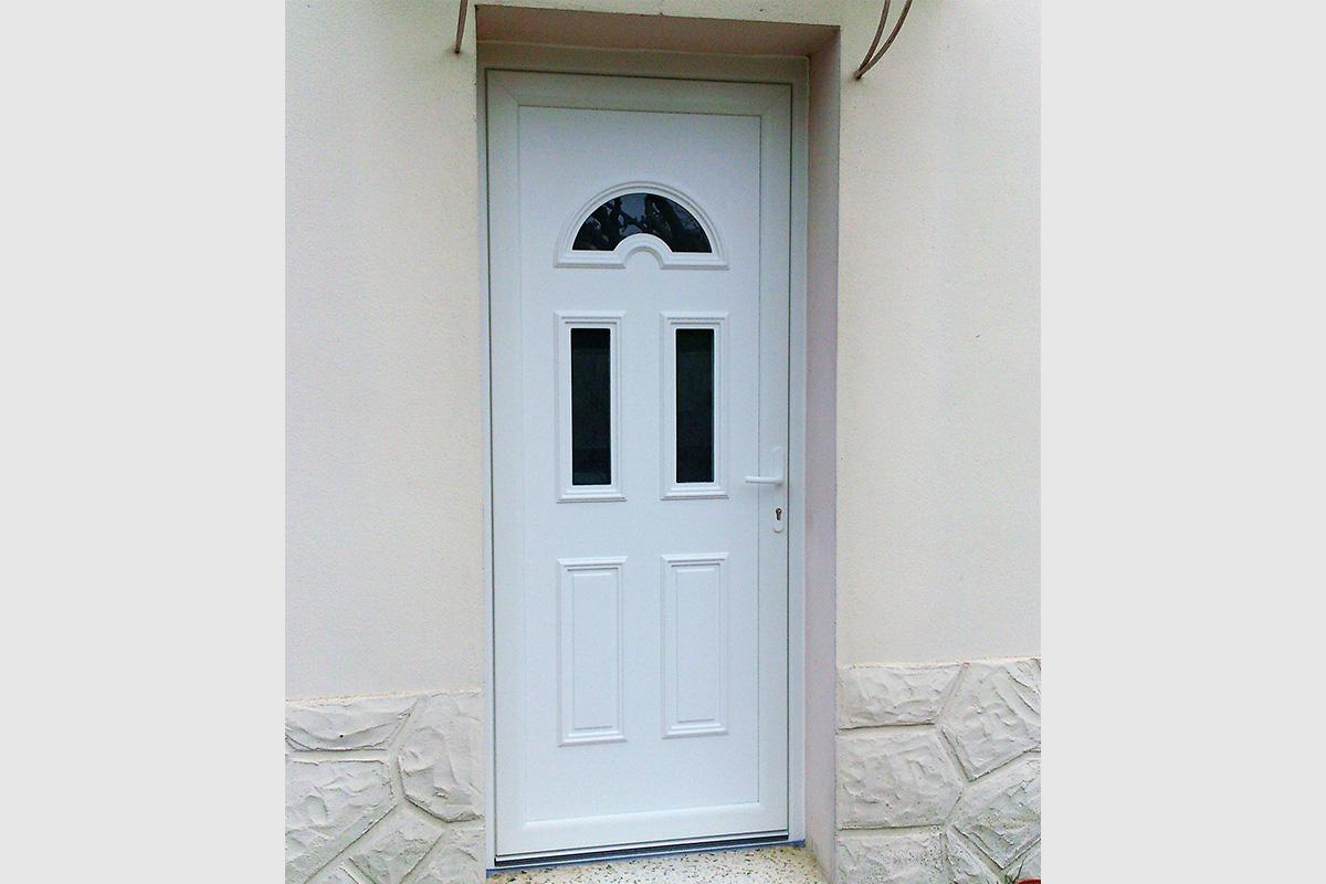 Porte d'entrée en PVC blanc 3 zones vitrées