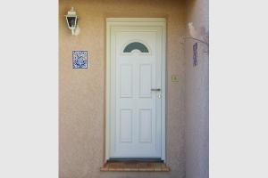 Porte d'entrée PVC blanc demi-lune vitrée