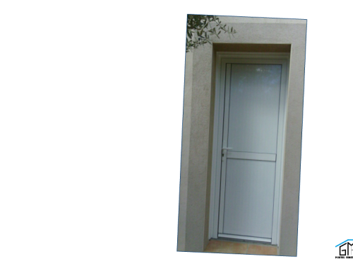 Installation d'une porte de service en aluminium