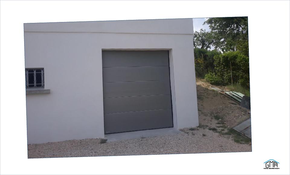 Porte de garage sectionnelle motorisee GMA Fenetres Ales