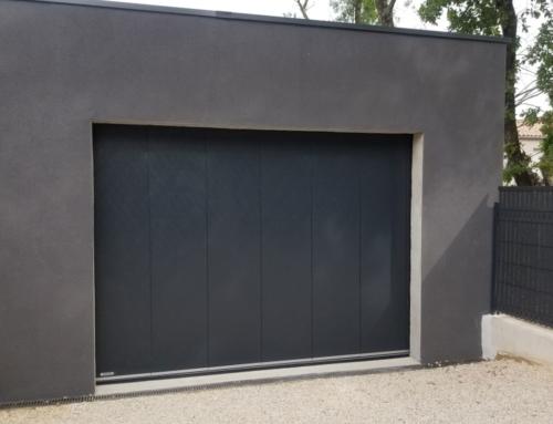 Porte de garage a déplacement latéral