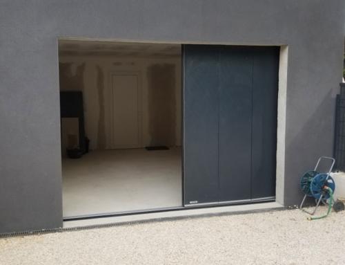 Porte de garage à déplacement latéral gris anthracite