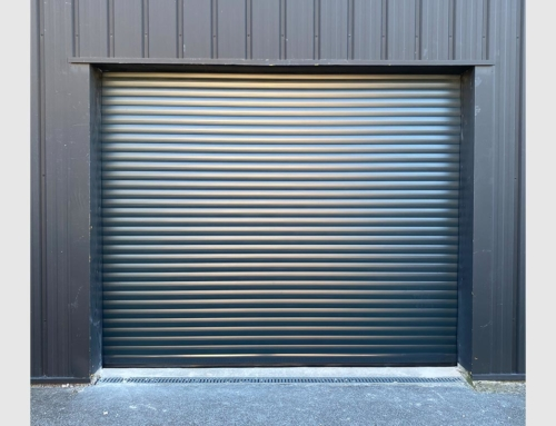 Porte de garage enroulable gris anthracite