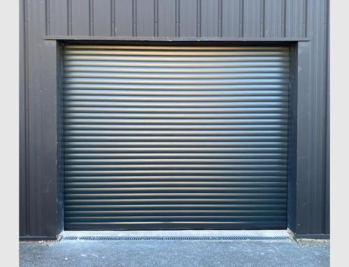 Porte de garage enroulable gris anthracite