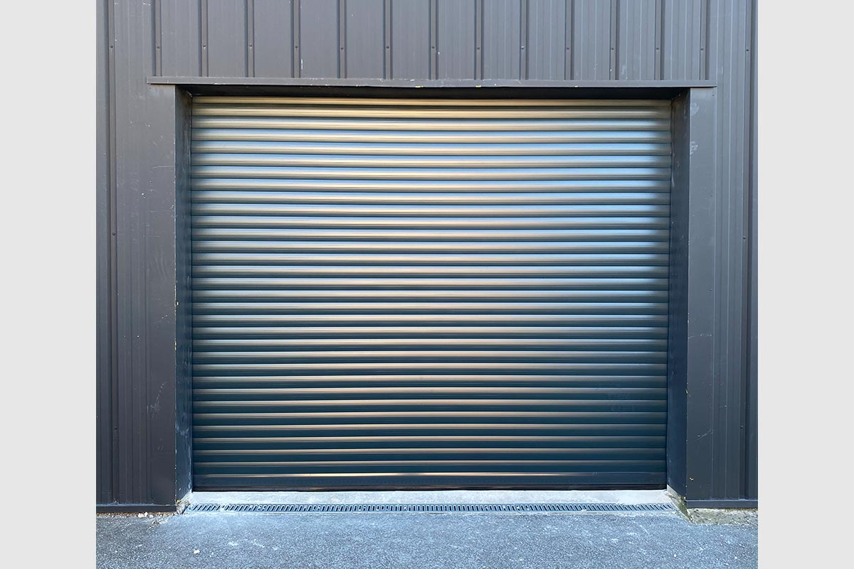 porte-de-garage-enroulable-gris-anthracite