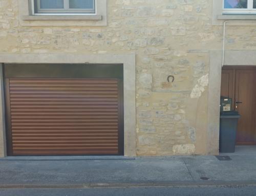 Porte de garage enroulable chêne doré