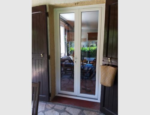 Porte-fenêtre PVC blanc deux vantaux