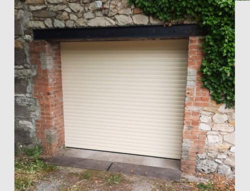 Porte de garage enroulable motorisée