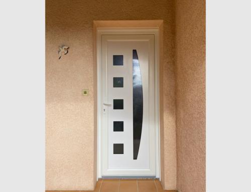 Porte entrée PVC blanc avec panneau décor