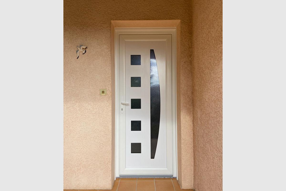 porte-entree-pvc-avec-panneau-decor