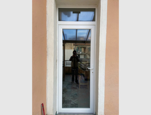 Porte-fenêtre en PVC blanc avec imposte fixe