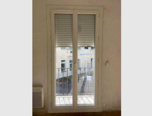 Porte-fenêtre PVC blanc avec volet roulant motorisé