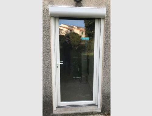 Porte-fenêtre un vantail PVC et volet roulant ALU motorisé