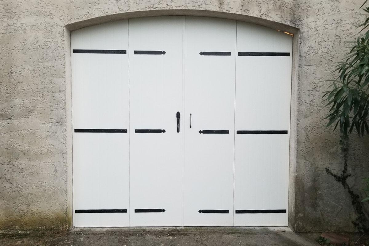 volet-battant-quatre-vantaux-aluminium-blanc-cintre